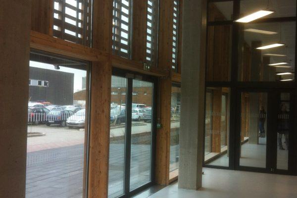 Verrières et murs-rideaux mur-rideau bois de mélèze et profil aluminium par Verrières du Nord